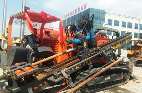 福龙钻钻机在江西省赣州市政工地作业